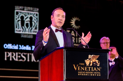 Long-time Best Buddies supporter Kevin Spacey addresses dinner guests at The Venetian Macao Saturday night at Sands China's annual charity ball. This year's Venetian Ball 2014: A Night of Glitz and Glamour, with Tiffany & Co. as Presenting Sponsor raised funds for Best Buddies Macao – a chapter of Best Buddies International.
